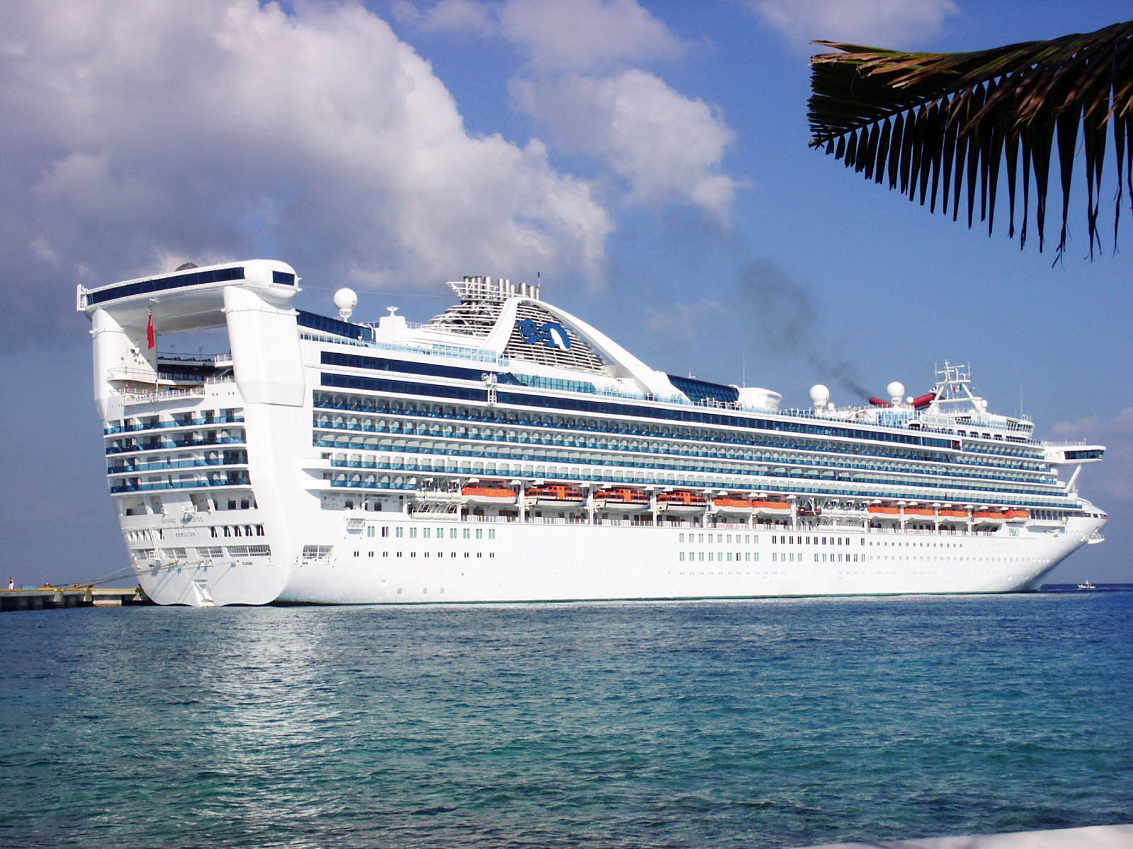 Luxury ship cruises for Luxury small cruise lines